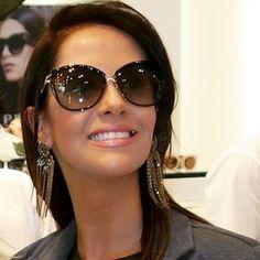 Cliente Wanny lindissima com seu Tom Ford! Celebrity Sunglasses, Trending Sunglasses, Tom Ford Sunglasses, Stylish Sunglasses, Sunglasses Women, Cute Glasses, Mens Glasses, Glasses Trends, Fashion Eye Glasses