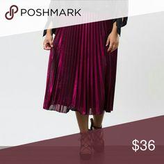 Metallic pleated midi skirt A metallic fuscia midi skirt with pleats. Flowy and lined. Skirts Midi