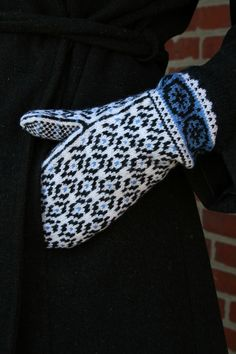 Ravelry: Postwar Mittens pattern by Mary Ann Stephens Knitting Charts, Knitting Stitches, Hand Knitting, Knitting Patterns, Knitting Tutorials, Hat Patterns, Loom Knitting, Stitch Patterns, Knitted Mittens Pattern