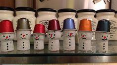 Come creare dei pupazzi di neve con dei tappi di sughero come lavoretto per Natale