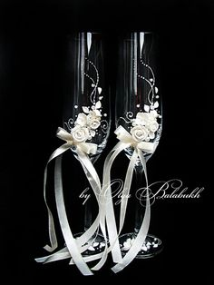 Two very gentle wedding glasses with a small roses made by hands perfectly complement your wedding ceremony.  Each glasses is completely handmade that is