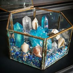 The Shipwrecked Garden is now ready to go home ? Featuring Aqua Aura Quartz and Crystal Quartz. The Shipwrecked Garden is now ready to go home ? Featuring Aqua Aura Quartz and Crystal Quartz. Crystal Altar, Crystal Garden, Crystal Healing Stones, Crystal Grid, Crystal Box, Crystal Wedding, Crystals And Gemstones, Stones And Crystals, Diy Crystals