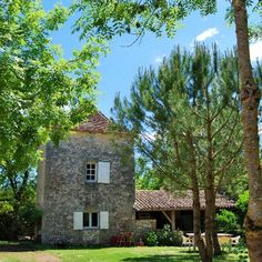 BASSIVIÈRE : boutique apartments. Set within the stunning country location of the French Lot et Garonne we offer loft style holiday apartments, table d'hôtes and a shop   St. Etienne de Villereal