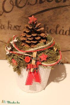 Karácsonyi dísz, asztaldísz, dekoráció kaspóban tobozzal (Weddingland) - Meska.hu