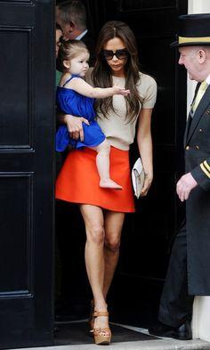 Victoria Beckham - Victoria Beckham Runs Errands With Harper