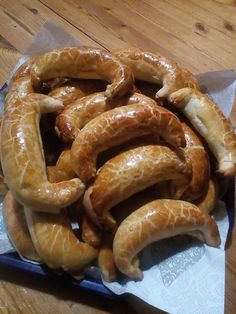 Pozsonyi kifli, mákos és gesztenyés töltelékkel készült finomság! - Egyszerű Gyors Receptek Hungarian Recipes, Hungarian Food, Onion Rings, Winter Food, Macarons, Nutella, Sausage, Food And Drink, Cookies