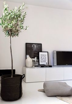 Home Design: Interior design trends. 2016 trends, Home design t. Home Living Room, Living Room Decor, Living Spaces, Interior Design Minimalist, Modern Interior, Modern Design, Modern Tv, Tree Interior, Marble Interior