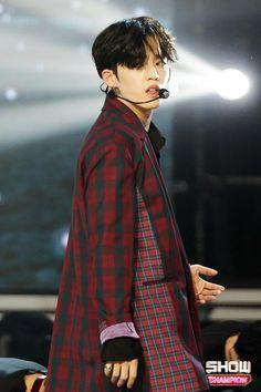 on Show Champion Seventeen Leader, Seventeen Debut, Woozi, Jeonghan, Daegu, Korean Boy Hairstyle, Rapper, Hip Hop, Seventeen Scoups