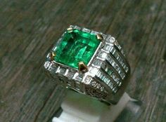 Colombian emerald in gold diamond ring Gold Rings Jewelry, Gold And Silver Rings, Gold Diamond Rings, I Love Jewelry, Men's Jewelry, Stone Jewelry, Diamond Jewelry, Handmade Jewelry, Jewelry Design