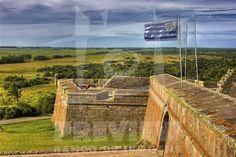 A Fortaleza de Santa Teresa localiza-se na atual cidade de Castillos, Departamento de Rocha, no Uruguai. Considerada a mais expressiva do país, esta fortaleza inscreve-se no Parque Nacional de Santa Teresa, criado para protegê-la. Integrava a antiga linha raiana denominada como Linha de Castillos Grande (Tratado de Madrid, 1750) e tinha a função de guarnecer o desfiladeiro de Angostura, vizinho ao monte de Castillos Grande, cerca de vinte quilômetros ao sul da Lagoa Mirim