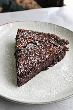 Flourless Chocolate-Chili Cake - thick, gooey, ultra-moist dark chocolate cake with a kick of spice from the cayenne. Chocolate Chili, Dark Chocolate Cakes, Chocolate Flavors, Chocolate Recipes, Chocolate Heaven, My Recipes, Baking Recipes, Volcano Cake, Cardamom Cake