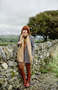 English country look in brown and grey colours. What makes the English country look stand out? Definitely a pair of corduroy trousers, riding boots and plaid.