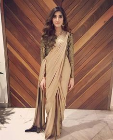 Sari Traditional -- saree jewellery set -- Click VISIT link above for more options -- Trendy Sarees, Stylish Sarees, Stylish Dresses, Pakistani Dresses, Indian Dresses, Indian Outfits, Pakistani Couture, Saree Blouse Patterns, Saree Blouse Designs