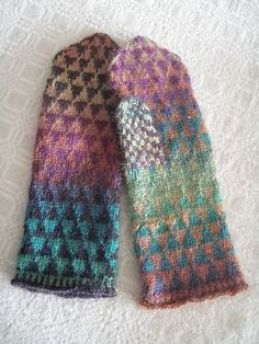 Ravelry: Shifty triangle mittens pattern by Malin Linderborg
