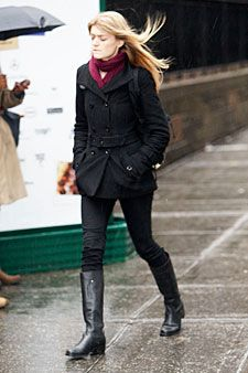 fall style outfit idea black coat pink scarf