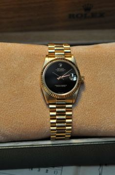 Rolex Datejust Medium 31 mm  Ref. 68278  Yellow Gold 18K Case  Original Yellow Gold 18K President Bracelet  Original Black Onyx Dial   Zaphyr Glass  Automatic Winding  Year 1978   Box and Original Rolex Papers