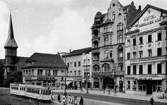 Königsberg Pr. Steindamm Der Steindamm war eine der Hauptgeschäftsstraßen des alten Königsberg. Auf dem Foto sieht man die Dresdner Bank neben der Steindammer Kirche. Der Berliner Hof (rechts) war ein renomiertes Hotel. Das Haus wurde 1843 erbaut, die Fassade wurde später von Alfred Messel geändert. Foto 1930er Jahre.