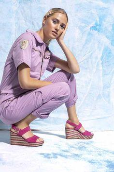 GLAM-riadó: újranyitnak a vidéki Deichmann üzletek Rita Ora, Capri Pants, Ford, Glamour, Style, Fashion, Capri Pants Outfits, Moda, Stylus