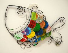 I like the shape of this fish. Wire Crafts, Diy And Crafts, Arts And Crafts, Craft Tutorials, Craft Projects, Sculptures Sur Fil, Stained Glass Designs, Wire Weaving, Fish Art