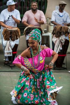 Women in Cuba - Wikipedia Brazilian People, Brazilian Women, Brazil Culture, Cuban Women, Afro Dance, Brazil Art, Moda Afro, America Outfit, Cuban Art