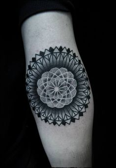 Mandala tattoo designs fall into the category of spiritual tattoos as they have deeper spiritual meaning, which make them very different from the rest - Part 5 Mandala Tattoo Meaning, Mandala Flower Tattoos, Mandala Tattoo Design, Unique Tattoo Designs, Unique Tattoos, Cool Tattoos, Henna Designs, Small Tattoos, Tattoos Skull