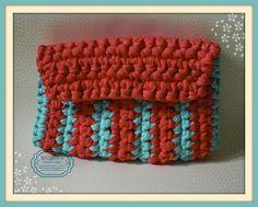 Bolso sobre bicolor en crochet