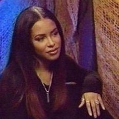 Rip Aaliyah, Aaliyah Style, Aaliyah Singer, Black Girl Aesthetic, 90s Aesthetic, 2000s Fashion, Hip Hop Fashion, Style Fashion, Pretty Black Girls