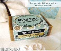 JABÓN RHASSOUL Y ARCILLA VERDE, ideal para las pieles mixtas o grasas y con granitos. 100% natural Conoce más visitando: www.princesassoap.es