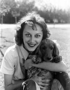 Ann Dvorak (and other vintage actors with dogs) Old Hollywood Movies, Vintage Hollywood, Classic Hollywood, In Hollywood, Hollywood Actresses, Scarface Movie, Republic Pictures, Susan Hayward, Dance Movies