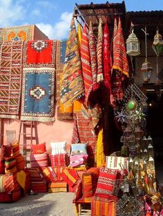 Depicts the beautiful colours of marrakech Casablanca, The Places Youll Go, Places To See, Traditional Market, Mekka, Marrakech Morocco, Moroccan Style, Moroccan Rugs, Of Wallpaper