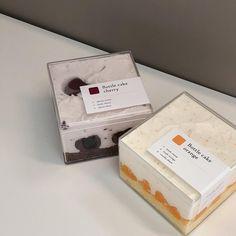 🍒🍊 보틀케이크는 매 주 금요일, 토요일 준비됩니다 지난 주 이른시각에 품절되어 이번 주는 조금 더 넉넉히 준비할게요 ☺️ 예약 가능 / 당일구매 가능 (수량체크 후 들러주세요)  #커밍케이크 #comingcake #망원동 #망원동케이크 Dessert Packaging, Bakery Packaging, Food Packaging Design, Coffee Packaging, Bottle Cake, Dessert Boxes, Think Food, Aesthetic Food, Beige Aesthetic