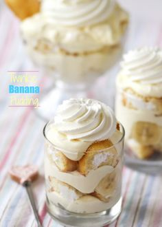 Twinkie Banana Pudding from @cookbookqueen -- 5.1 oz box Banana Cream Instant Pudding 2 cups whole milk 2 1/2 cups heavy whipping cream 1/2 cup powdered sugar 1 box Twinkies (12 Twinkies), unwrapped and sliced 2 large bananas, sliced