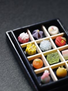 yummy wagashi and other sweets Japanese Sweets, Japanese Wagashi, Japanese Candy, Japanese Food, Traditional Japanese, Mochi, Desserts Japonais, Cute Food, Yummy Food