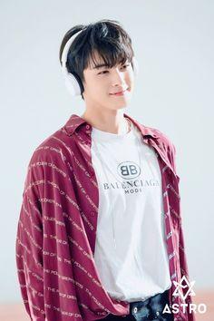 Astro K Pop, Cha Eunwoo Astro, Korean Celebrities, Korean Actors, Park Jin Woo, Astro Wallpaper, Ideal Boyfriend, Lee Dong Min, Lee Jong Suk