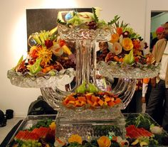 Fruit & Ice Centerpiece Sculpture Fruit Tables, Fruit Trays, Food Set Up, Fun Food, Veggie Display, Fruit Creations, Vegetable Carving, Fruit Decorations, Styling A Buffet