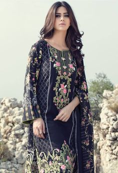 Maria B Winter Luxurious Linen Collection Embroidery On Kurtis, Kurti Embroidery Design, Embroidery Suits, Embroidery Stitches, Hand Embroidery, Maria B, Shifon Dress, Maxi Dresses, Pakistani Street Style