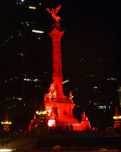 El Ángel de la Independencia en rojo, campaña para la prevención del VIH