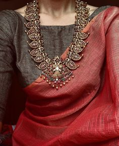 11 amazing saree styles looks to inspire you 1 Indian Attire, Indian Wear, Indian Outfits, Indian Style, Saree Jewellery, Silver Jewellery, Jewellery Sale, Bollywood Jewelry, Jewellery Designs