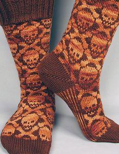 Hot Crossbones Socks - Knitting Patterns by Camille Chang Knit Mittens, Knitting Socks, Hand Knitting, Halloween Knitting Patterns, Knitting Projects, Knitting Ideas, Knitted Socks Free Pattern, Crochet Patterns, Crochet Cross