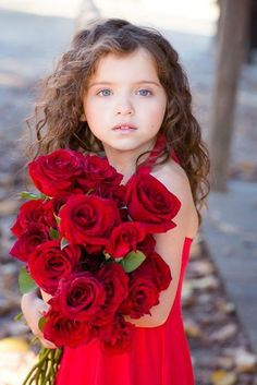 Adorable little girl with an armful of red roses. Precious Children, Beautiful Children, Beautiful Babies, Beautiful Flowers, Beautiful People, Gorgeous Girl, Simply Beautiful, Cute Kids, Cute Babies