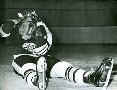 Bobby Orr doing on-ice exercises | Boston Bruins | NHL | Hockey