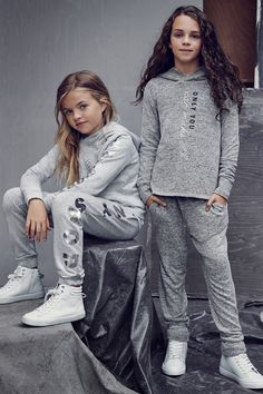 Holiday season is here! Turn to embellished tops, tulle skirts, shirts, denim, hoodies and shimmering shoes. | H&M Kids