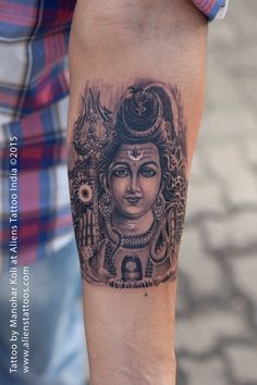 Here you will find most beautiful and attractive Shiva tattoo designs and ideas for your Shiva tattoos, Lord shiva beautiful tattoos and designs for men and women. Trendy Tattoos, Sexy Tattoos, Sleeve Tattoos, Tattoos For Guys, God Tattoos, Body Art Tattoos, Hindu Tattoos, Lord Shiva, Tamil Tattoo