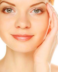 Hacer emulsión limpiadora de agua de rosas. Emulsión bifásica que elimina con facilidad la suciedad de la piel, maquillaje y restos de otros cosméticos, del rostro, párpados y pestañas.