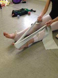 Your Pointe Shoe: Ballet Foot Positions-Use of the Theraband Ballet Stretches, Ballet Workouts, Barre Workout, Dance Workouts, Body Workouts, Ballet Feet, Dancers Feet, Ballet Body, Dance Ballet