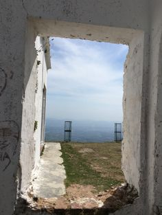 A window to the hills - Everest Estate, Mussoorie, Uttarakhand, India #travel #windowtotheworld