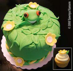 Tree Frog Cake/Cupcake   Flickr - Photo Sharing!