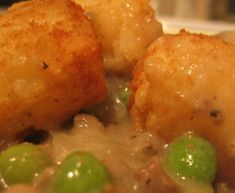 The Gluten Free Budget Crunch: Gluten and Dairy Free Tater Tot Casserole Tator Tot Casserole Recipe, Tater Tot Hotdish, Tater Tot Recipes, Hotdish Recipes, Ground Beef Casserole, Tater Tots, Dairy Free Options, Allergy Free Recipes, Just For You