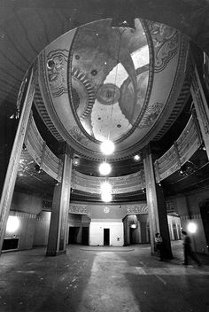 The lobby of the Wiltern Theatre located inside the Pellissier building (3790 Wilshire Boulevard) shorty before restoriation began in 1983. (Photographer: Chris Gulker / LAPL 00028727) Bizarre Los Angeles
