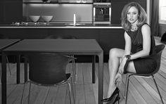 Dell Anno para Raquel Zimmermann: O encontro repleto de estilo e atitude entre uma das maiores estrelas da moda internacional e a Dell Anno: uma fusão do clássico com o moderno.